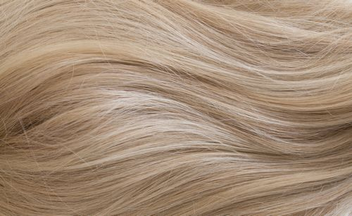 S770 - Warm blonde with platinum & creamy highlights